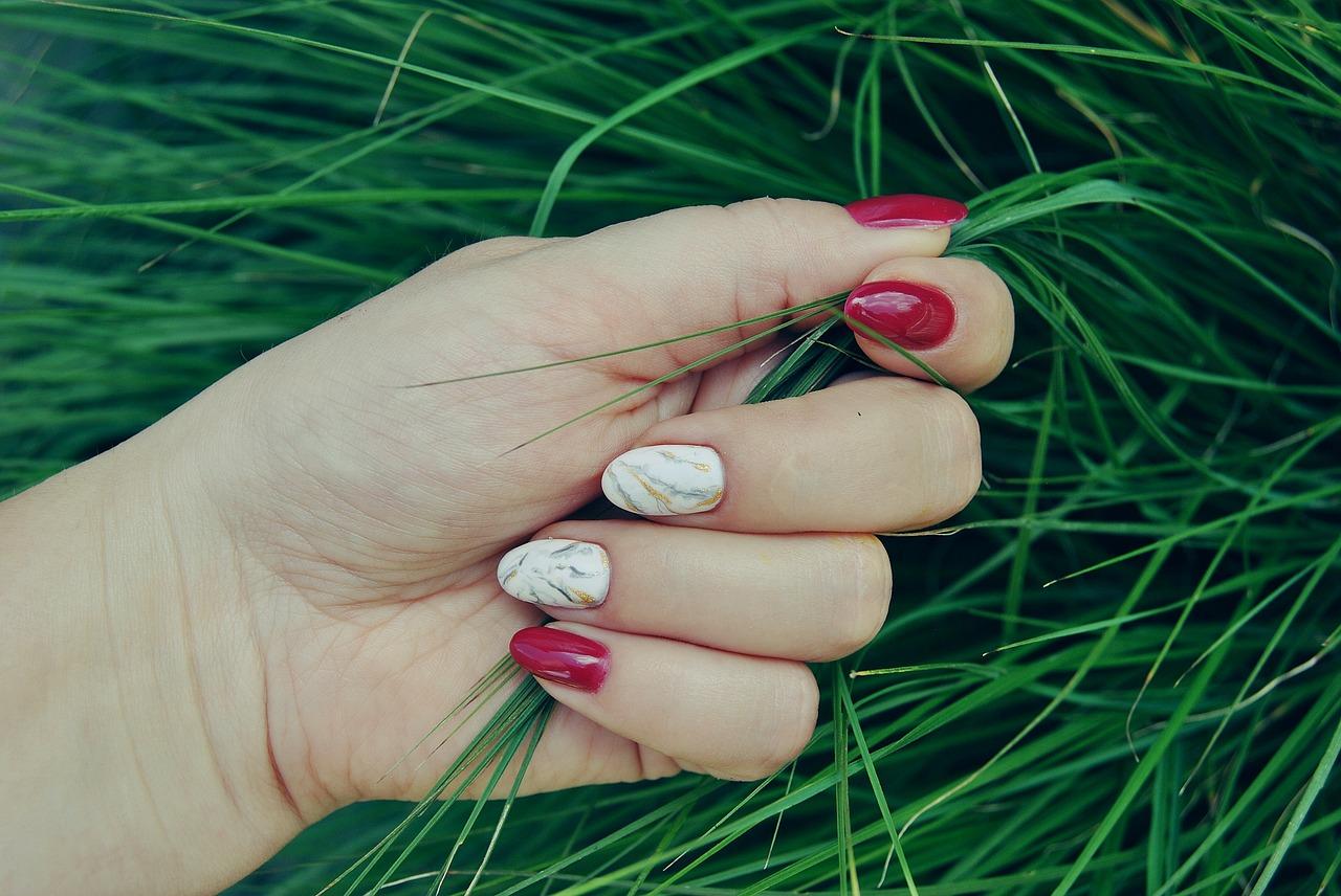 Paznokcie hybrydowe — piękne i naturalne